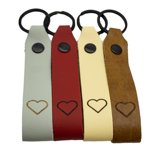 Leder Schlüsselanhänger mit Herz graviert farbig